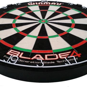 Professional Level Winmau Blade 4 Bristle DARTBOARD - 50% Thinner Dynamic Sector Wire