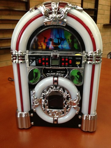 Table Top Jukebox Station w/ iPhone 4 iPod CD Player USB SD MP3 Function FM Radio