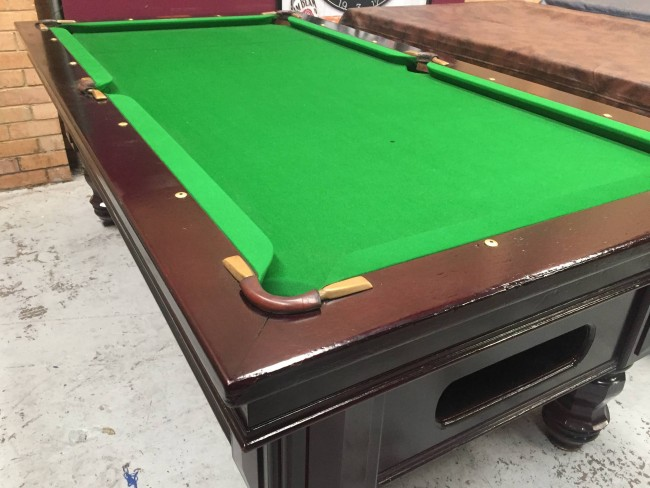 EX Hotel Pub Ft Electronic Coin Op Pool Table With Accessories - Electronic pool table